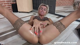 Mature pole dancer loves rubbing her pussy and she's got a nice in all directions ass