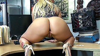 Nina Kayy in Make that money! - XXXPawn