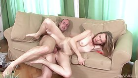 Experienced mature Theresa know how respecting reach an amazing orgasm